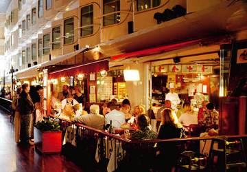 https://www.directferries.com/image/ship/4/tallink_silja_silja_serenade_happy_lobster_restaurant.jpg